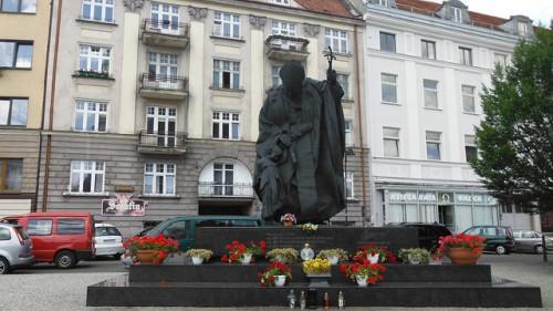 Монумент Івану Павлу ІІ